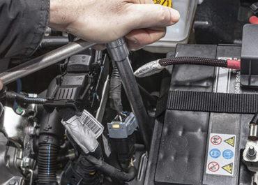 Wymontowanie i montaż akumulatora w pojeździe